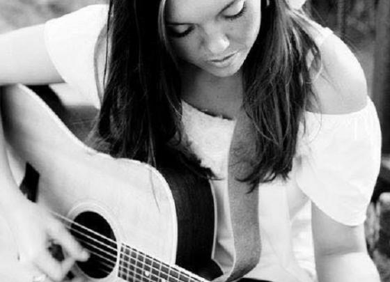 Holly Kirsten