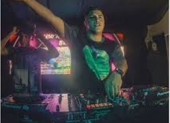 Live music - DJ Todz