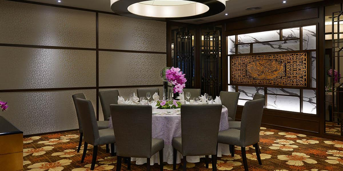 Incredible Renaissance Kuala Lumpur Hotel Discover Renaissance Hotels Home Interior And Landscaping Ponolsignezvosmurscom