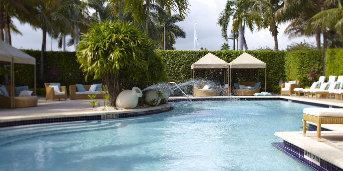 Savor A Signature Tail Poolside At R Lounge
