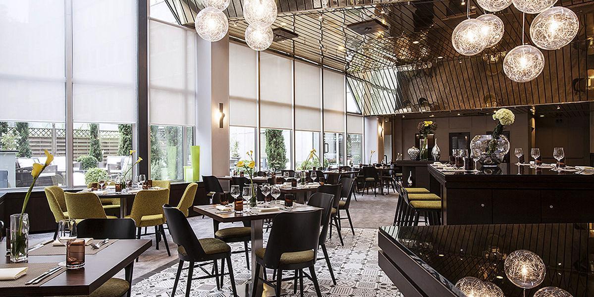 renaissance duesseldorf hotel discover renaissance hotels. Black Bedroom Furniture Sets. Home Design Ideas