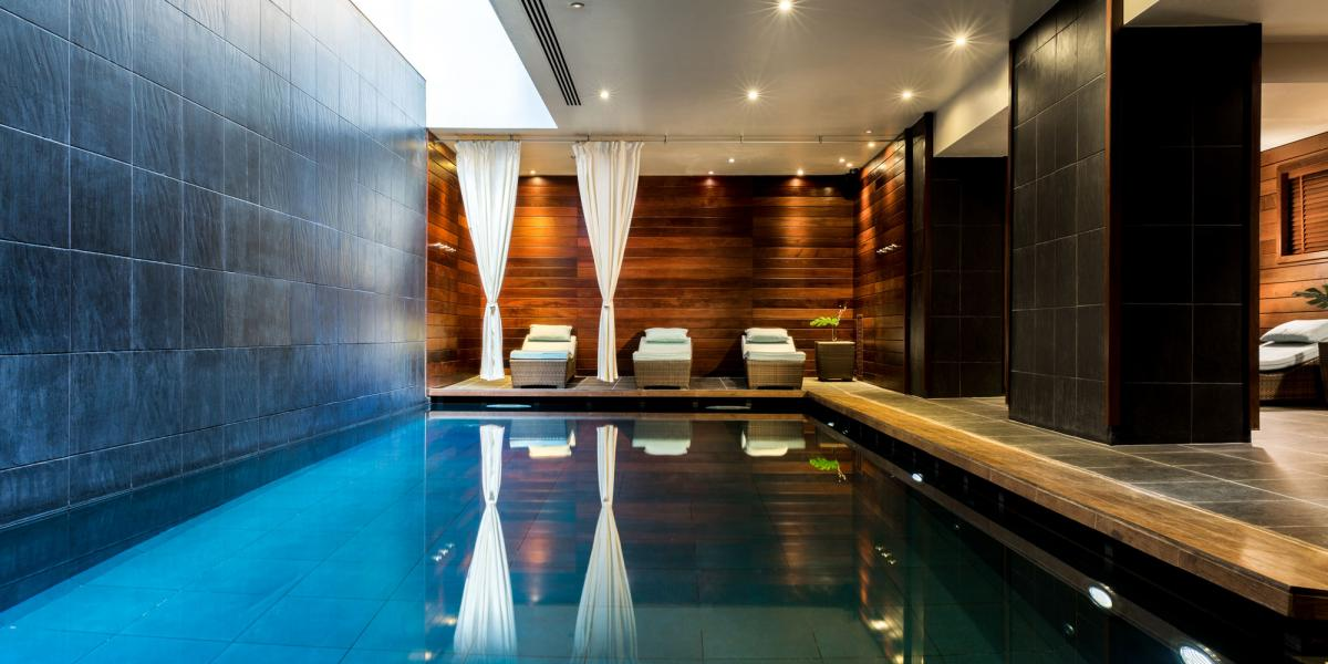 Renaissance paris vend me hotel discover renaissance hotels for Public swimming pools paris